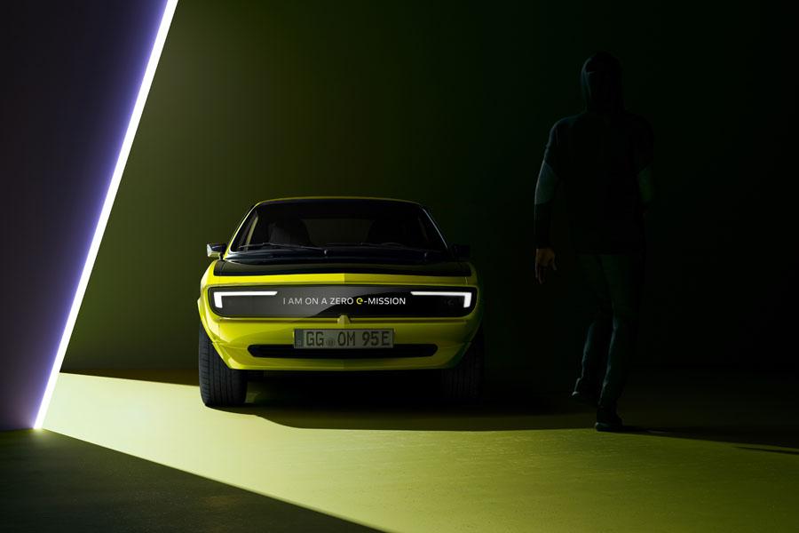 Opel-Manta-GSe-ElektroMOD_Pixel-Vizor-Mensaje