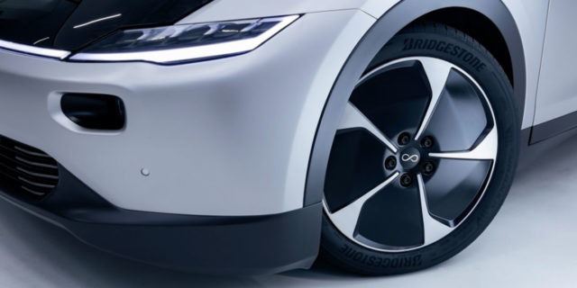 neumaticos-Bridgestone-especificos-Lightyear-One