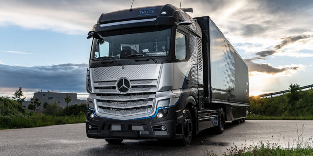 Camion-hidrogeno-Mercedes-Benz-GenH2_con-caja