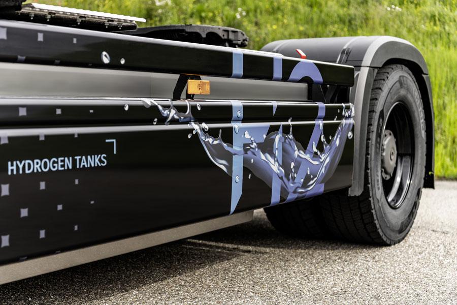 Camion-hidrogeno-Mercedes-Benz-GenH2_tanques-hidrogeno