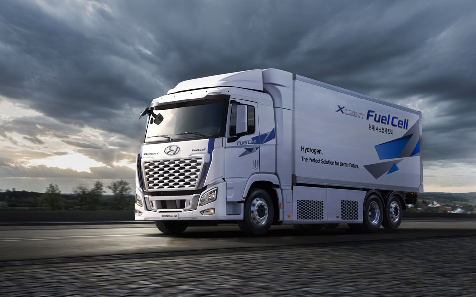 Camion-pila-combustible-hidrogeno_Hyundai-XCIENT-Fuel-Cell_2021-.carretera