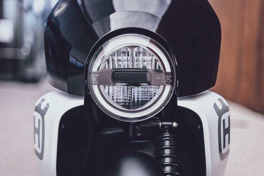 Husqvarna-Motorcycles-scooter-electrica-Vekktor-Concept_foco-delantero