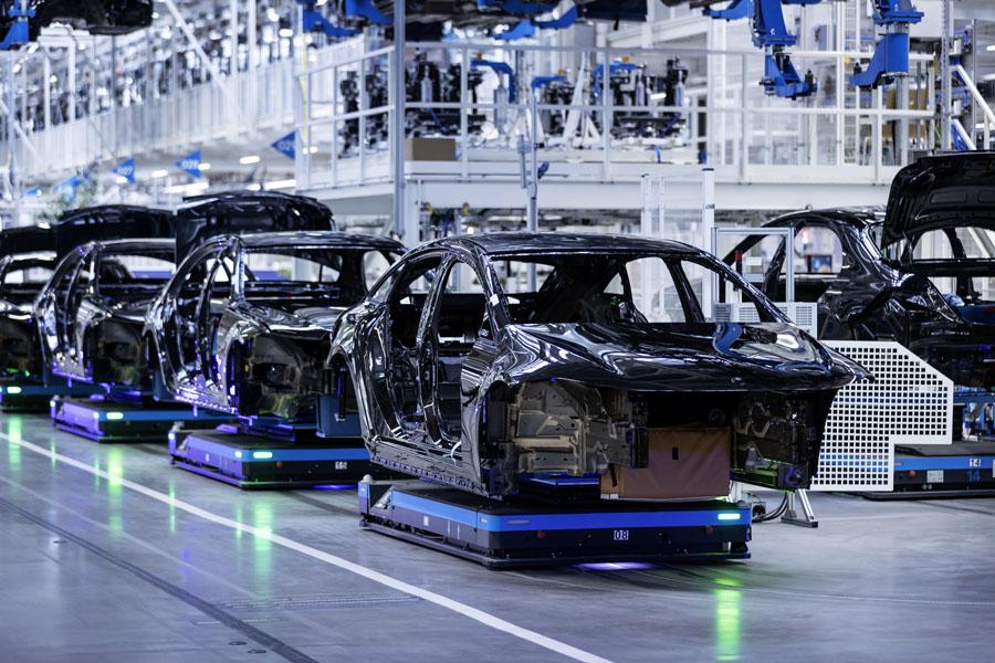 Inicio-produccion-berlina-electrica-Mercedes-Benz-EQS-Fabrica-56_linea-montaje
