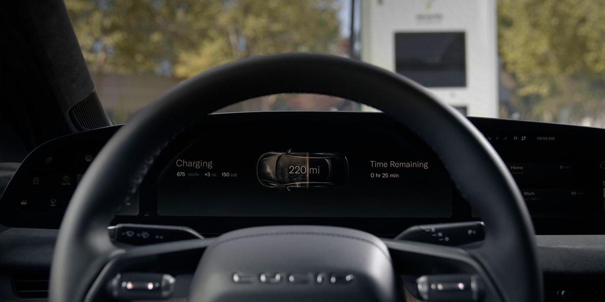 Interior-berlina-electrica-Lucid-Air-pantalla-Glass-Cockpit