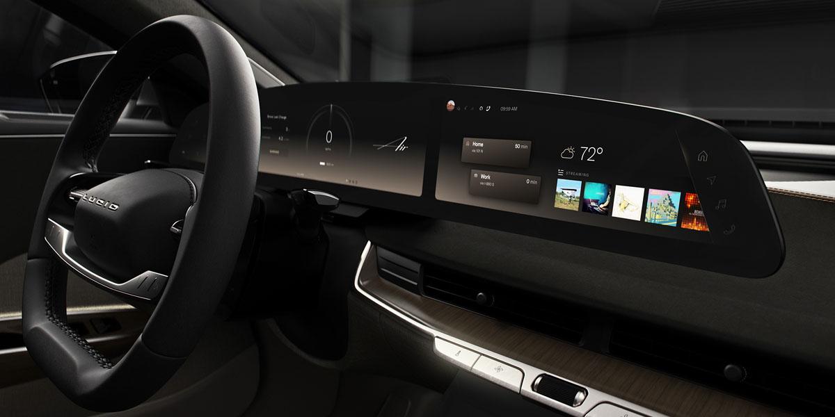 Interior-berlina-electrica-Lucid-Air-pantallas