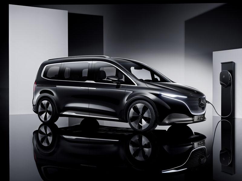 Mercedes-Benz-EQT_concept_cargando