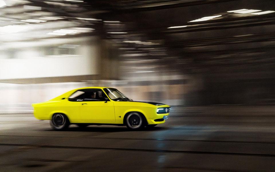 Opel-Manta-GSe-ElektroMOD_lateral-movimiento