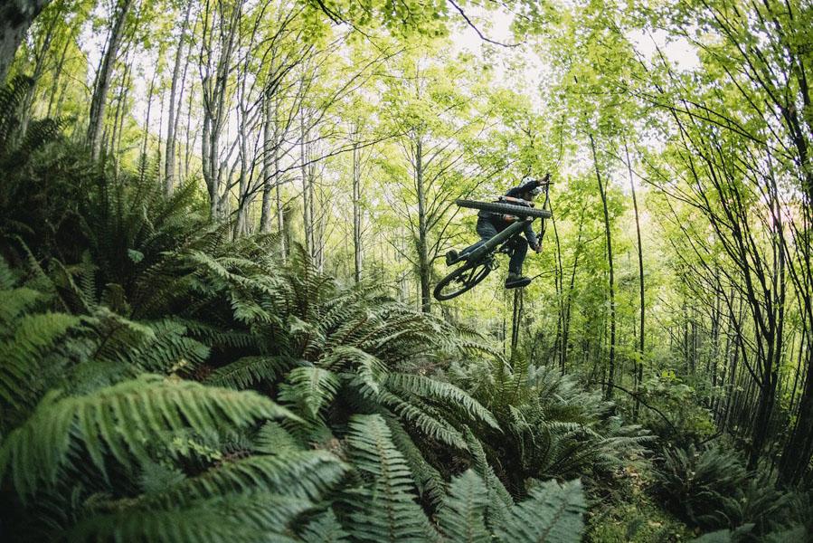 Specialized-Kenevo-SL_bicicleta-electrica-MTB_salto