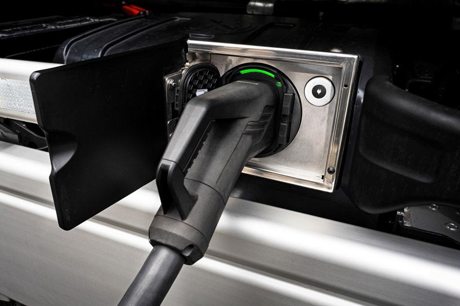 conector-carga-camiones-electricos-Mercedes-Benz-Trucks