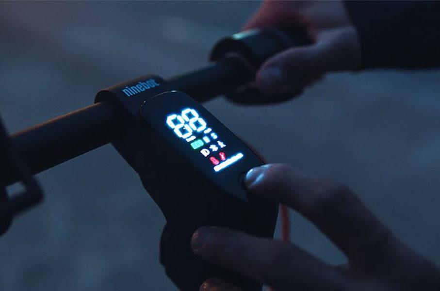 nuevos-patinetes-electricos-Ninebot-F30-F40_pantalla-LED