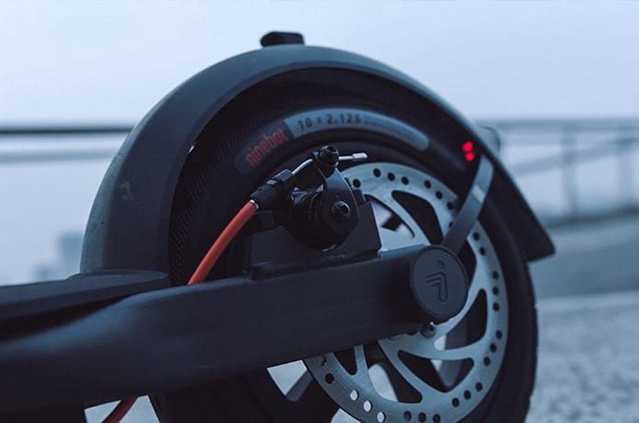 nuevos-patinetes-electricos-Ninebot-F30-F40_rueda-trasera