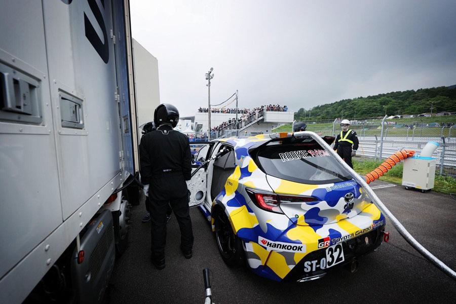 Carrera-resistencia-Toyota-Corolla-hidrogeno_repostaje