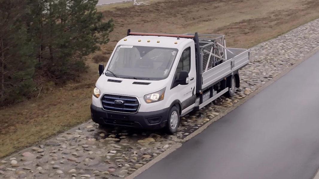 Furgoneta-electrica-Ford-E-Transit_pruebas-extremas-baches