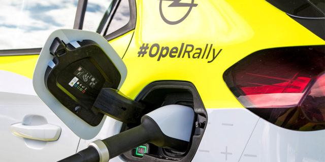 Opel-Corsa-e-Rally_cargando