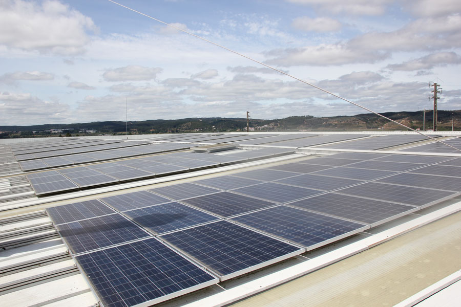 Panales-solares_planta-Daimler-Truck-AG_Tramagal-Portugal
