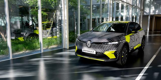 Renault-MEGANE-E-TECH-Electric_camuflaje