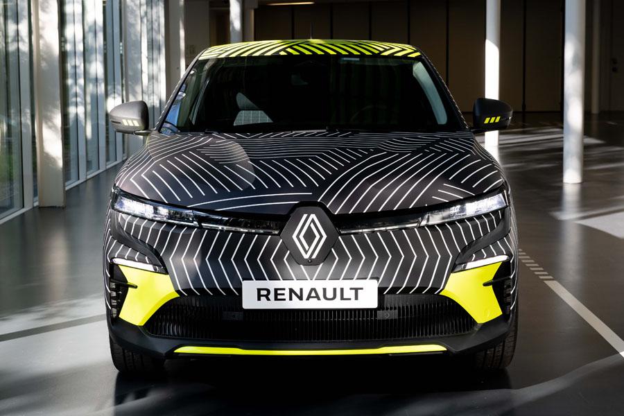Renault-MEGANE-E-TECH-Electric_camuflaje-frontal