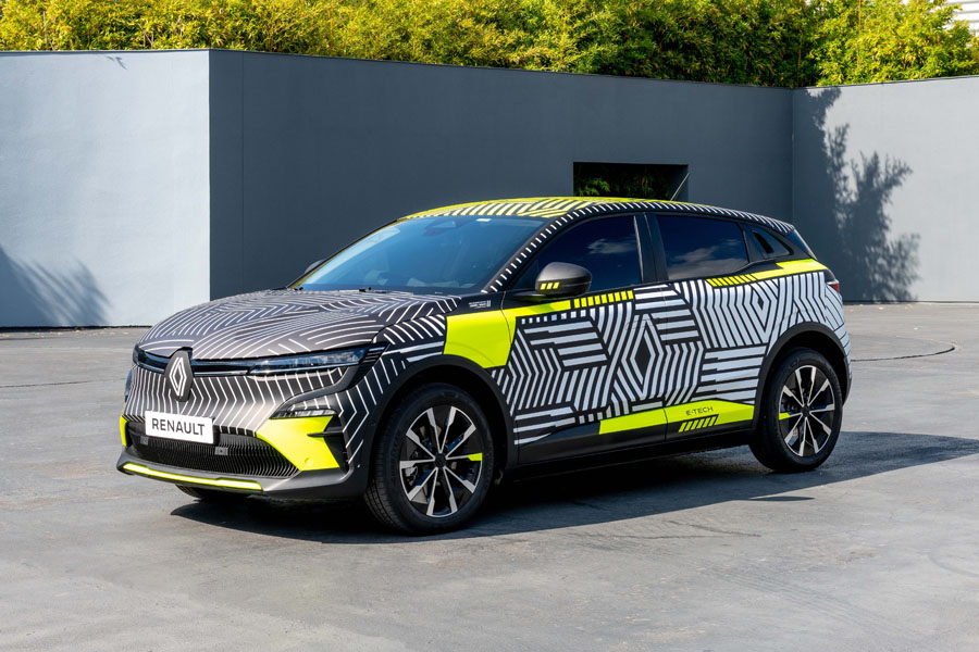 Renault-MEGANE-E-TECH-Electric_camuflaje-lateral-frontal