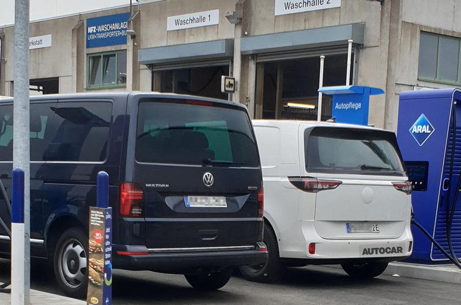 Volkswagen-ID-Buzz-primeras-imagenes_trasera-vs-Multivan