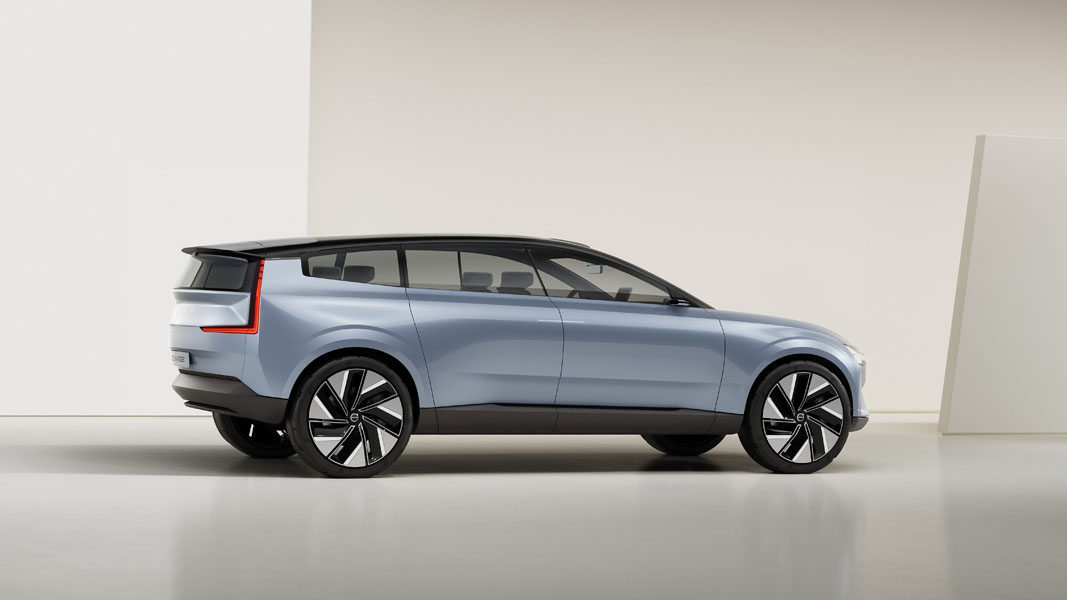 Volvo-Concept-Recharge_lateral