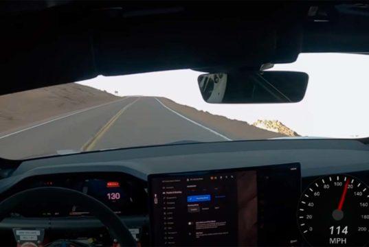 Esto es lo que pasa cuando adaptas un Tesla Model S Plaid para carreras