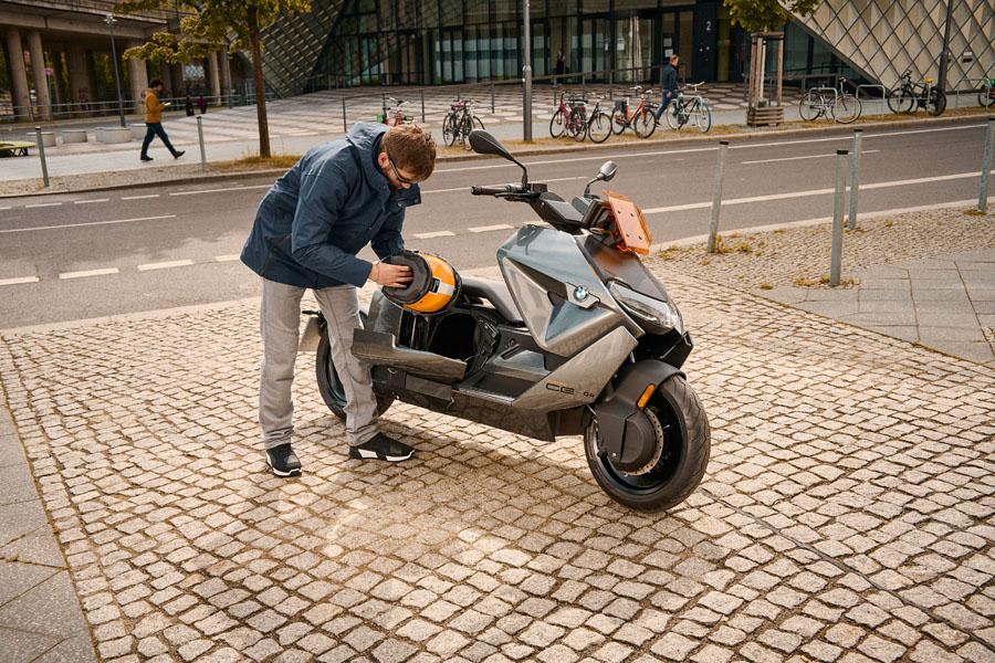 BMW-CE-04_compartimento-lateral