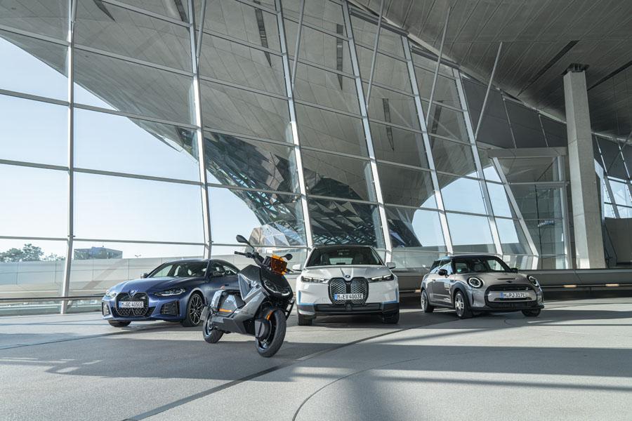 BMW-CE-04_junto-modelos-electricos-Grupo-BMW
