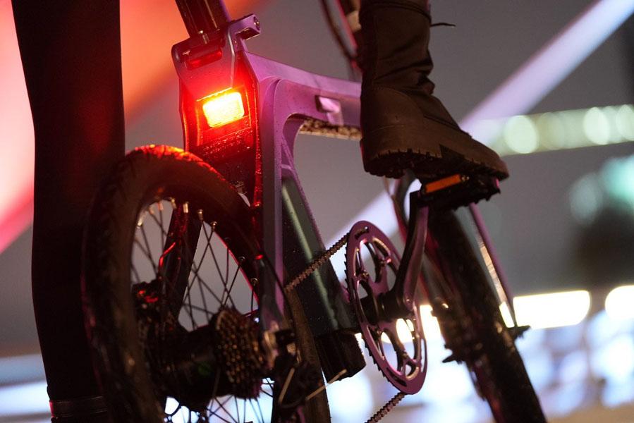 Fiido-X-nueva-bicicleta-electrica_trasera-luces