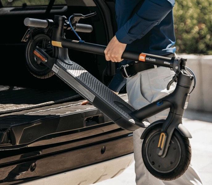 Nuevo-patinete-electrico-Xiaomi-Mi-Electric-Scooter-3_color-negro_plegado