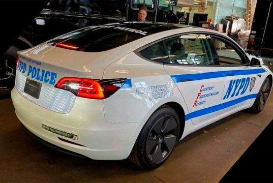 La policía de Nueva York cae en los encantos del Tesla Model 3