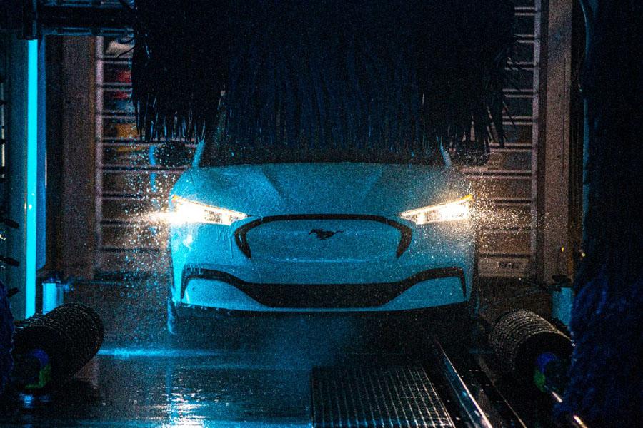 Ford-Mustang-Mach-E_pruebas-lavado-frontal