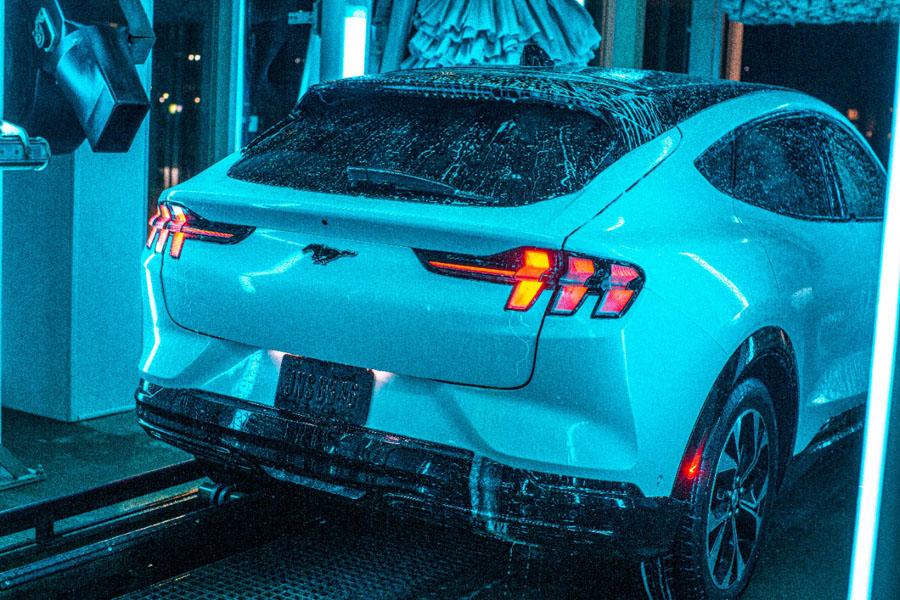 Ford-Mustang-Mach-E_pruebas-lavado-trasera