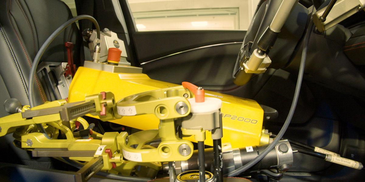 Ford-Mustang-Mach-E_pruebas-trasero-robotico