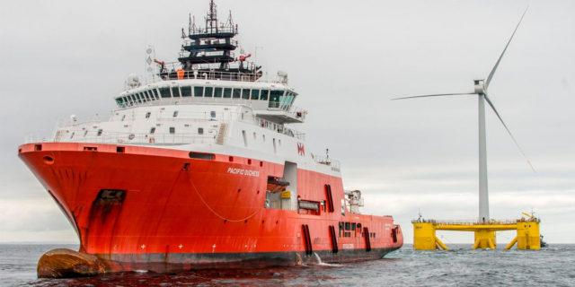 parque-eolico-marino-flotante-mas-grande-mundo_Kincardine-Escocia_barco