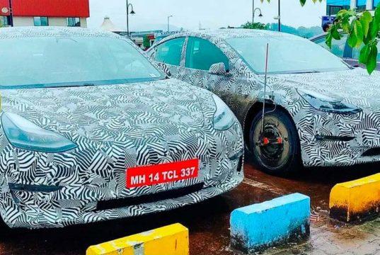 Varias unidades del Tesla Model 3 con camuflaje vistas en La India