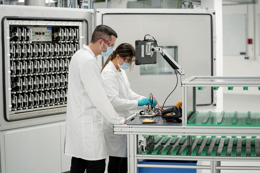 Apertura-laboratorio-fabricacion-propia-baterias-Volkswagen-Salzgitter_2