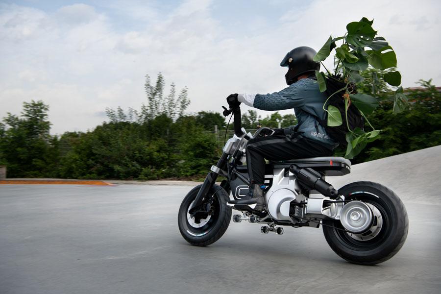 BMW-Concept-CE-02_movimiento