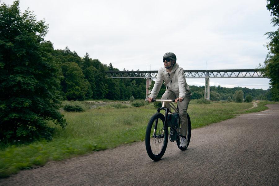 Bicicleta-electrica-BMW-i-Vision-AMBY_circulando
