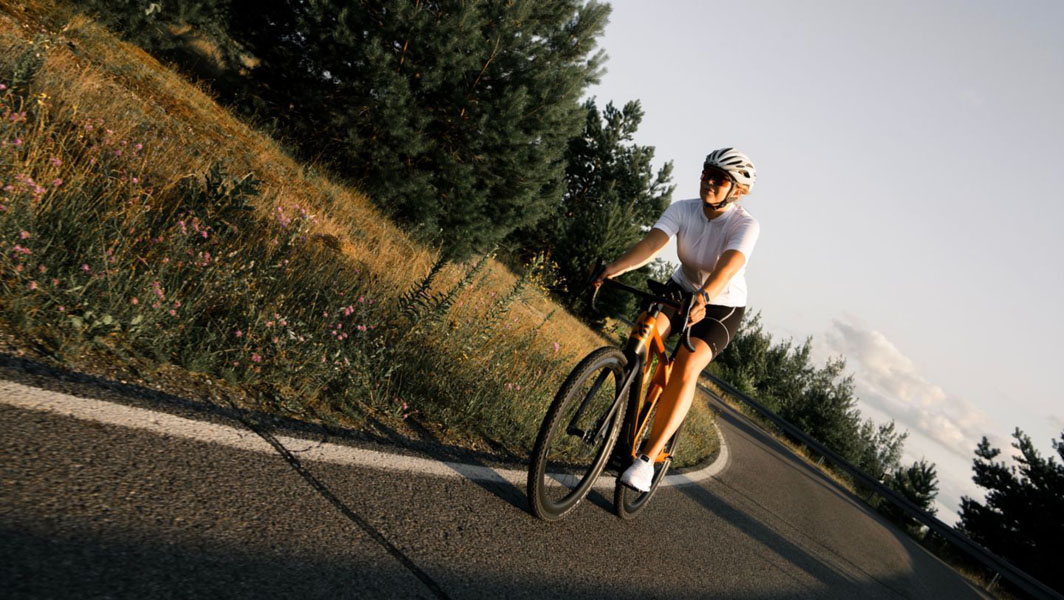 Cyklær_nueva-marca-bicicletas-electricas-Porsche-Digital_Storck_carretera