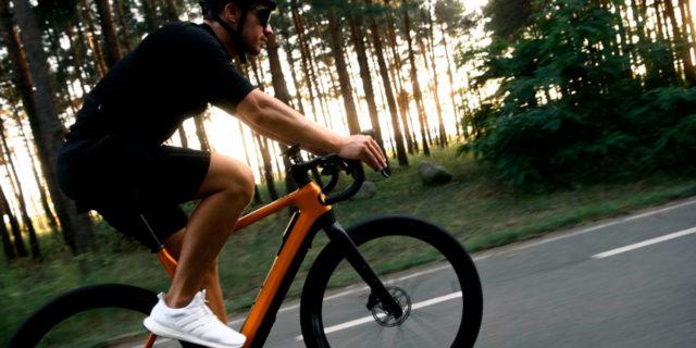 Cyklær_nueva-marca-bicicletas-electricas-Porsche-Digital_Storck_movimiento-carretera