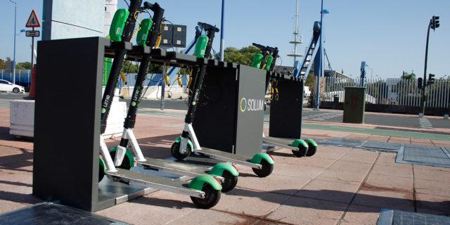 Estacion-carga-solar-bicicletas-patinetes-electricos_Solum_Sevilla