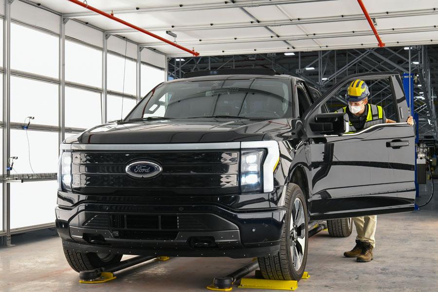 Ford-F-150-Lightning_inicio-pre-produccion_linea-montaje