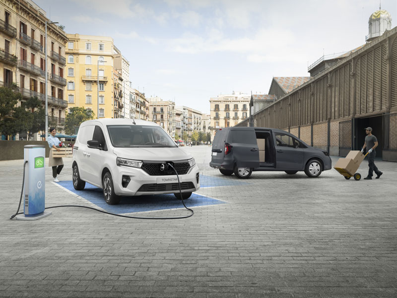 Furgoneta-electrica-Nissan-Townstar_cargando