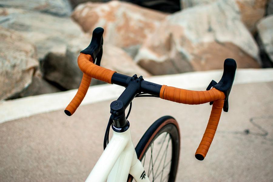 Bicicleta-electrica-ARES-Super-Leggera_manillar