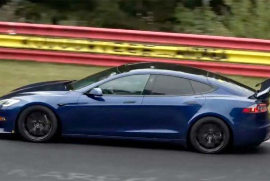Tesla prueba un alerón móvil en el Model S Plaid