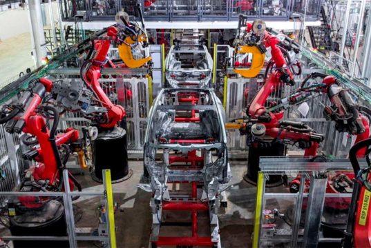 El Tesla Model Y ya se fabrica con piezas únicas de su carrocería