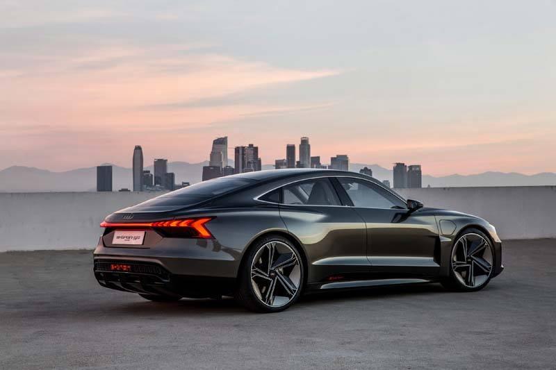 Audi-GT_e-tron-Concept_gris-lateral05