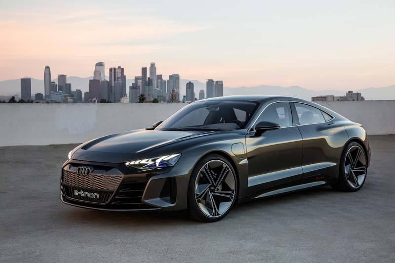 Audi-GT_e-tron-Concept_gris-lateral04