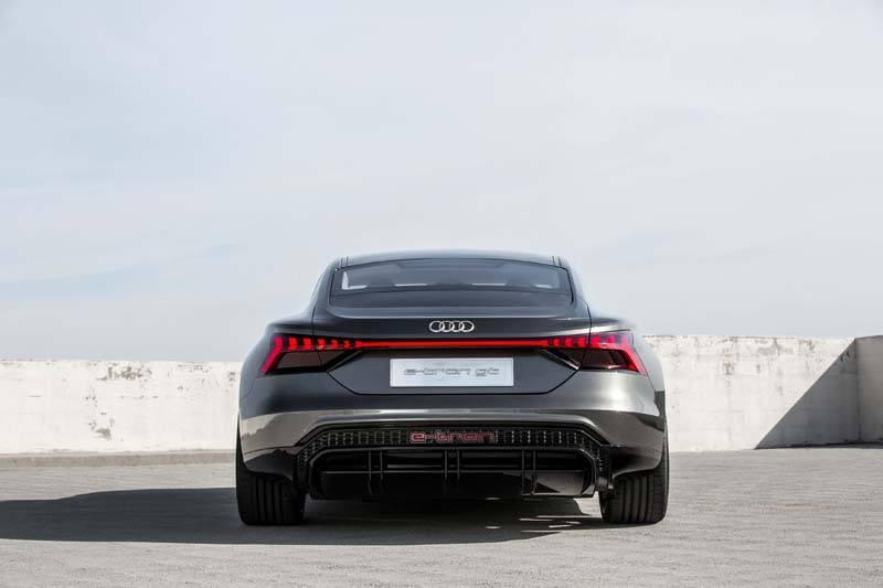 Audi-GT_e-tron-Concept_gris-trasera01