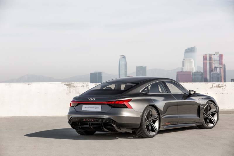Audi-GT_e-tron-Concept_gris-lateral01